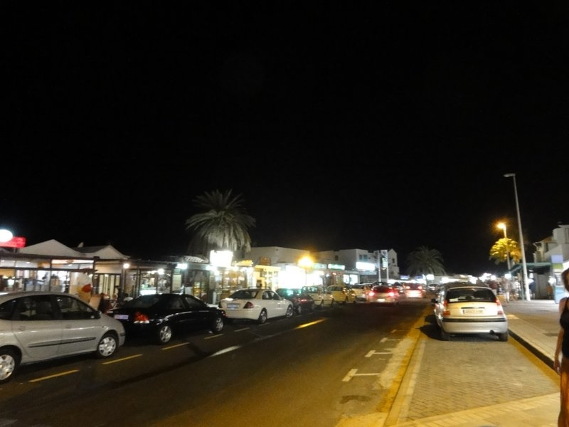 Avenida de Las Playas in Puerto del Carmen bei Nacht