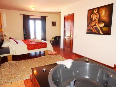 Schlafzimmer mit Whirlpool
