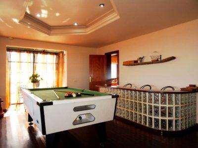 Billardraum von Luxusvilla in La Asomada