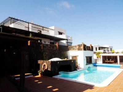 Pool und Aussenansicht von Luxusvilla in La Asomada