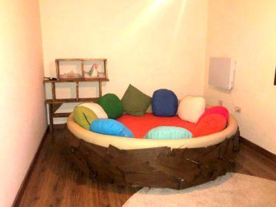 Schlafzimmer mit rundem Bett